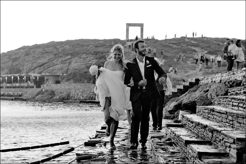 Une rousse en robe de marie se fait baiser de force