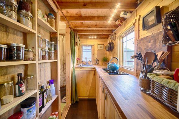 Tiny-Tack-House-Chrisandmalissa-kitchen