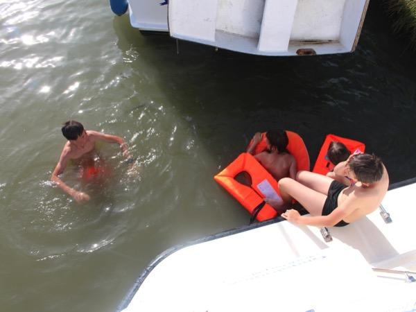se baigner dans le Canal du Midi